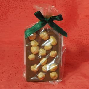 Vollmilch - Schokoladentafel mit ganzen Nüssen